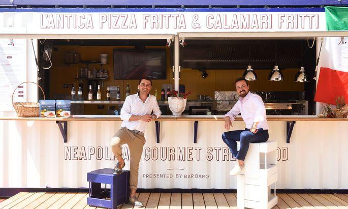 Luigi (l.) und Antonio Barbaro bringen am neuen Taste Foodmarket neapolitanische Pizza fritta an den Wiener Donaukanal.