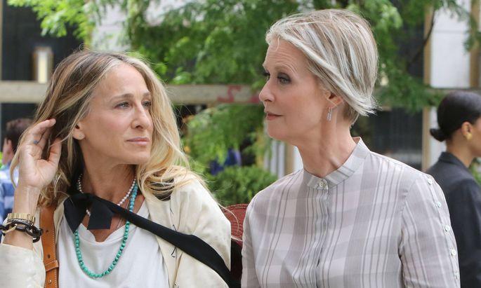 Carrie Bradshaw (Sarah Jessica Parker) und Miranda Hobbs (Cynthia Nixon) stehen wieder gemeinsam vor der Kamera.