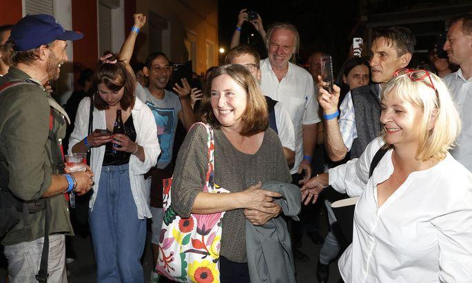 Kommunismus mit neuem Anstrich? Elke Kahr (Mitte) mit Klubobfrau Claudia Klimt-Weithaler bei der Wahlfeier im Volkshaus.