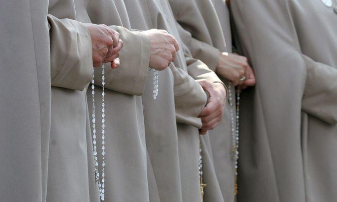 Seit jüngsten Aussagen von Papst Franziskus über Gewalt gegen Nonnen ist das Schicksal von Ordensfrauen ins Zentrum der Debatten gerückt.