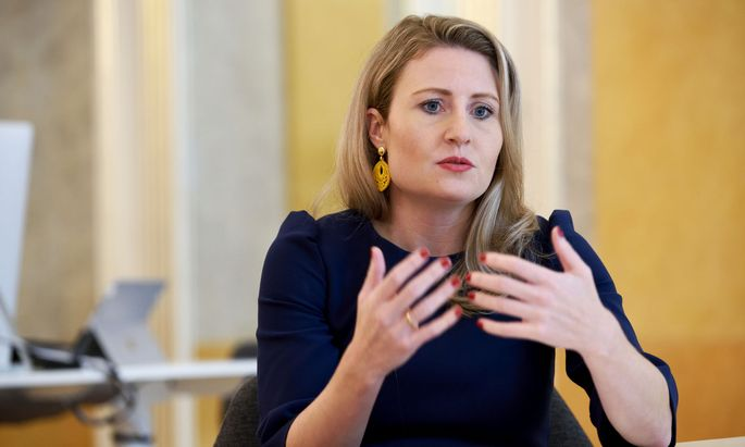 """""""Das ist ein bisschen absurd: Man sagt, er ist nicht deradikalisiert, aber eine Gefahr für die Gesellschaft ist er auch nicht."""" Susanne Raab, Integrationsministerin (ÖVP)."""