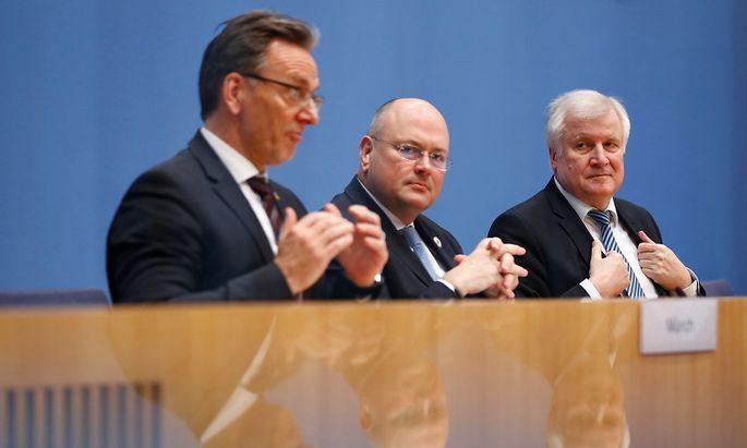 Holger Münch (BKA), Arne Schönbohm (BSI) und Horst Seehofer (Innenminister) erklärten, welche Konsequenzen man aus dem jüngst aufgedeckten Datendiebstahl ziehen werde.
