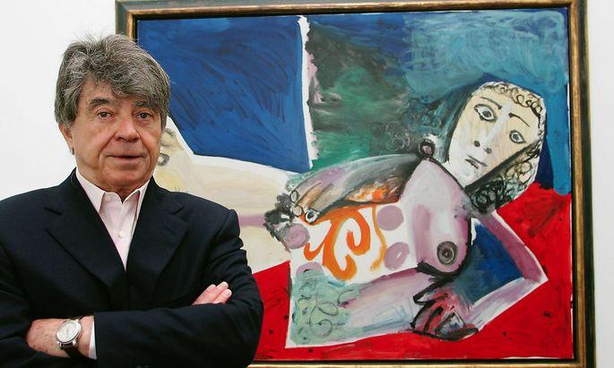 Der Kunstsammler und Kunstmaezen Frieder Burda steht vor dem Bild Nu couche von Pablo Picasso Bade