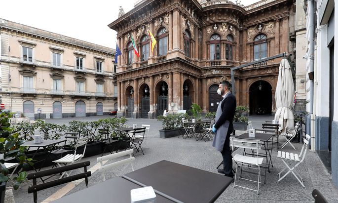 Leer gefegte Schanigärten: In Catania, der zweitgrößten Stadt Siziliens, steht wie in ganz Italien das gesellschaftliche Leben still.