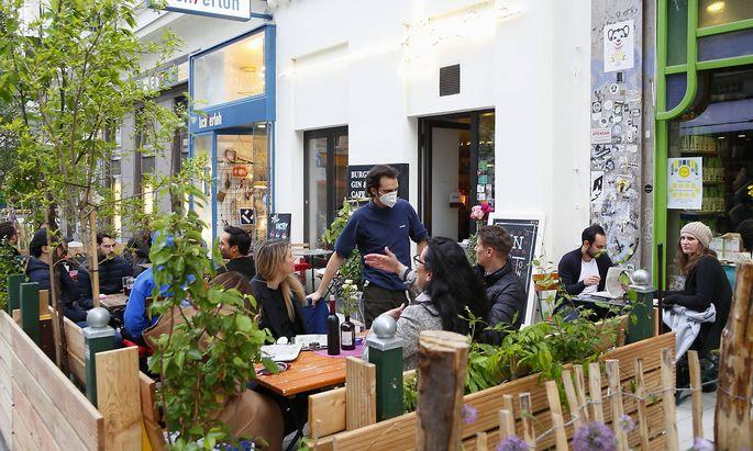 Corona - Pandemie: Wien oeffnet Gastronomie Coronakrise: Wien oeffnet Lokale Wien, Mariahilf, 20.05.2021 Gastgarten, Gast