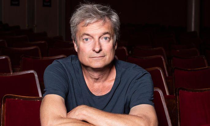 """Erster Zuschauer. So sieht sich Kabarettist Alfred Dorfer als Opernregisseur in """"dienernder Funktion""""."""