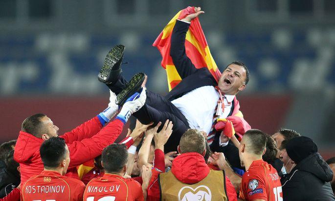 Nordmazedonien feierte Teamchef Igor Angelovski, erstmals spielt der kleine Balkan-Staat bei einer Endrunde mit.