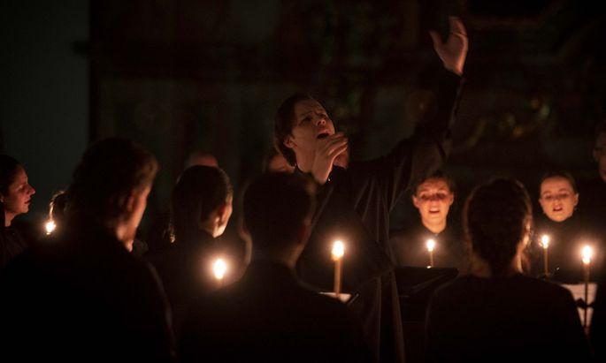 Mit Kerzen und Weihrauch: Lux aeterna mit Teodor Currentzis.
