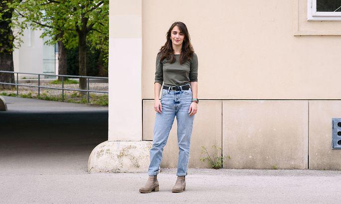 Die 23-jährige Elena Ellmeier tritt bei der ÖH-Wahl für den kommunistischen KSV-KJÖ an.
