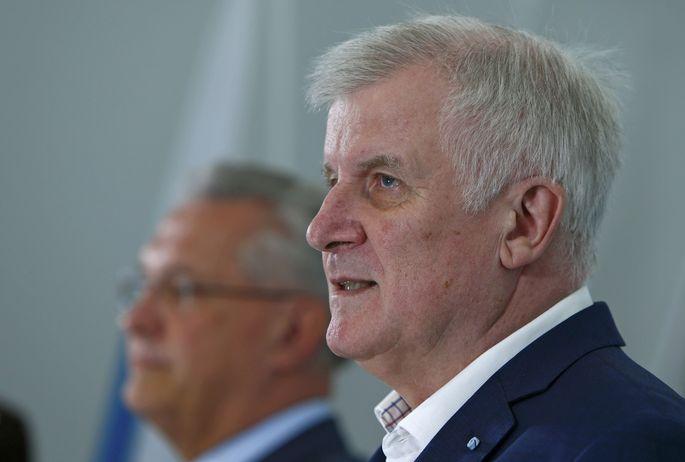 CSU-Chef Seehofer und Innenminister Herrmann bei der gemeinsamen Pressekonferenz
