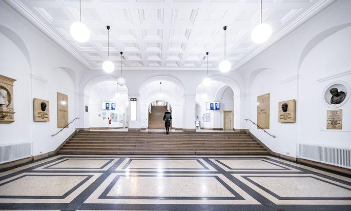 Die Leopold-Franzens-Universität in Innsbruck hält in ihren Hörsälen bereits keine Lehrveranstaltungen mehr ab, die anderen Hochschulen werden folgen.