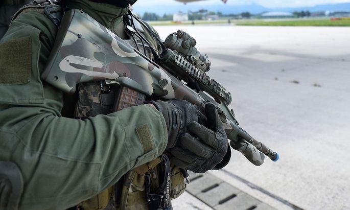 Dass nach den Polizisten nun auch Justizwachebeamte automatisch einen Waffenpass bekommen sollen, weckt Begehrlichkeiten beim Militär (Archivbild).