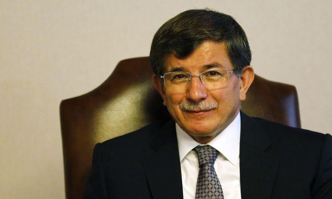 Turkey´s Foreign Minister Ahmet Davutoglu attends a meeting in Ankara