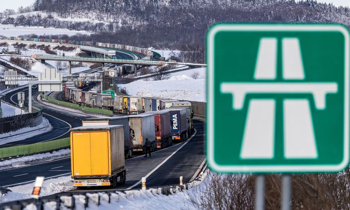 News Bilder des Tages Trucks are jammed on the motorway D8 in front of the Czech-Germany border crossing in Petrovice, C