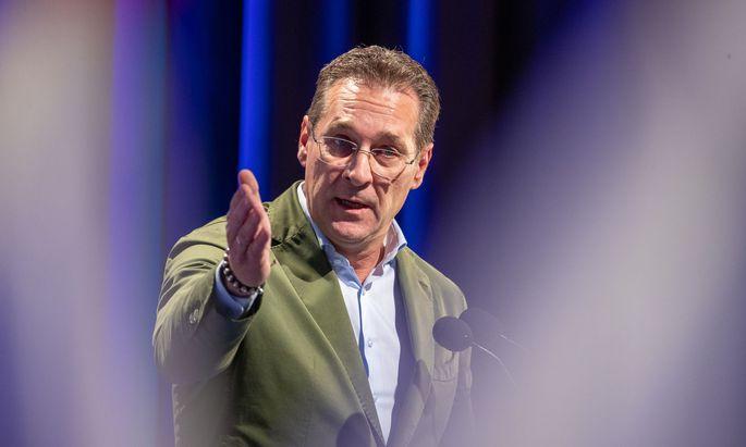 Rassistische Ausfälle freiheitlicher Funktionäre torpedieren regelmäßig das Bemühen von Parteiobmann Heinz-Christian Strache, die Regierungsfähigkeit der FPÖ unter Beweis zu stellen.