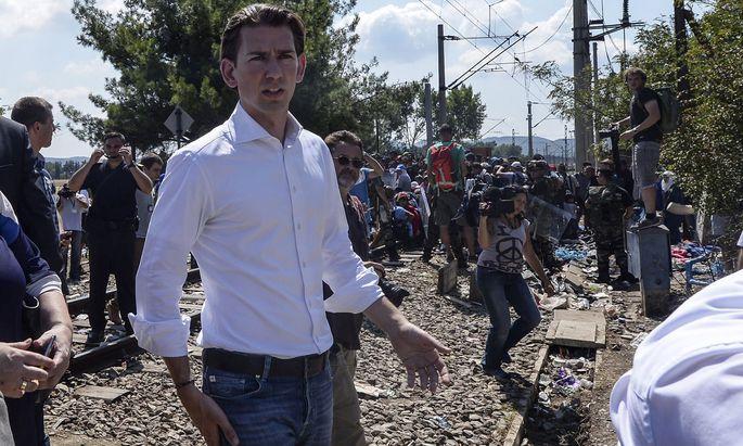 Auf der Balkanroute 2015: Sebastian Kurz in dem Land, das damals Mazedonien hieß.