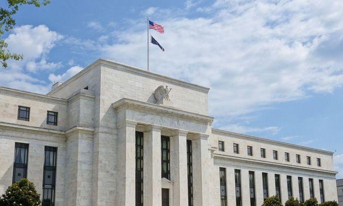 US-Präsident Donald Trump will zwei Ökonomen seiner Wahl auf Direktorenposten bei der Notenbank (Fed) hieven.