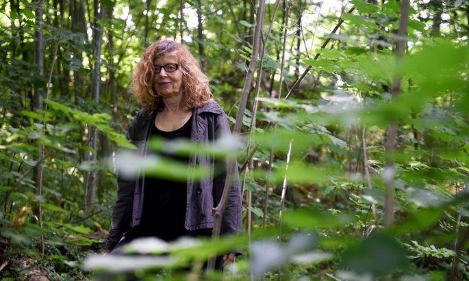 """""""Politische und wirtschaftliche Gewaltstrukturen sind mein Interesse"""", sagt Regisseurin Ebba Sinzinger. Die gibt es auch beim Holz."""