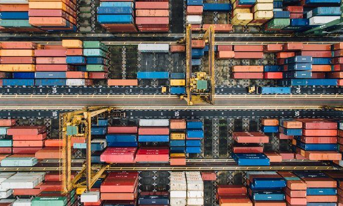 Der Transport auf dem Seeweg, auf dem der internationale Handel basiert, ist einer der Wirtschaftssektoren, die derzeit noch auf fossile Brennstoffe angewiesen sind und sich mit der Dekarbonisierung schwertun.
