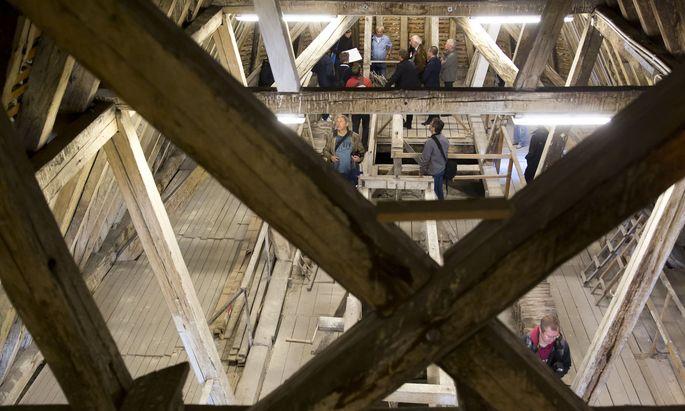 Die hölzerne Dachkonstruktion der Wiener Malteserkirche.
