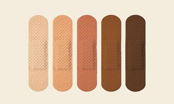 Pflaster in verschiedenen Hauttönen wurden bisher nur von spezialisierten Herstellern produziert, das soll sich in den USA nun ändern.