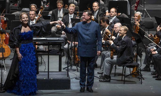 Sie ließ Mahlers drittes Rückertlied in eine offene Stille verwehen: Elīna Garanča, mit Christian Thielemann und den Philharmonikern umjubelt.