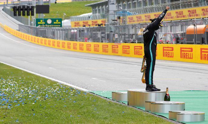 Als Rennfahrer ist Lewis Hamilton unerreicht. Und diese Rolle nützt er für Botschaften mit sozialen Wurzeln.