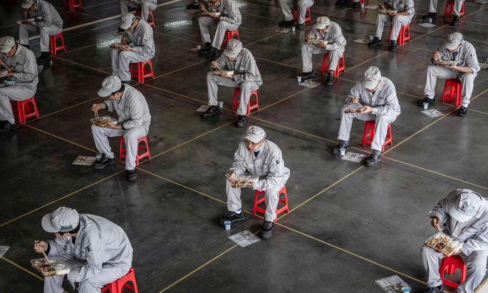 Ausgerechnet die Volksrepublik China, wo die Coronapandemie ihren Ausgang genommen hat, feiert sich als Systemsiegerin.