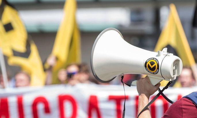"""Archivbild von einer Demo der """"Identitären Bewegung"""", aufgenommen in Deutschland"""