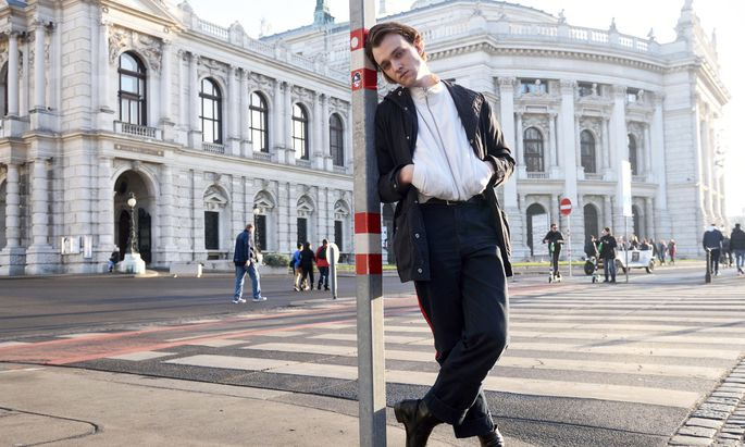 Jan Bülow spielt und singt Udo Lindenberg – und ist seit Herbst Mitglied im Ensemble des Burgtheaters.