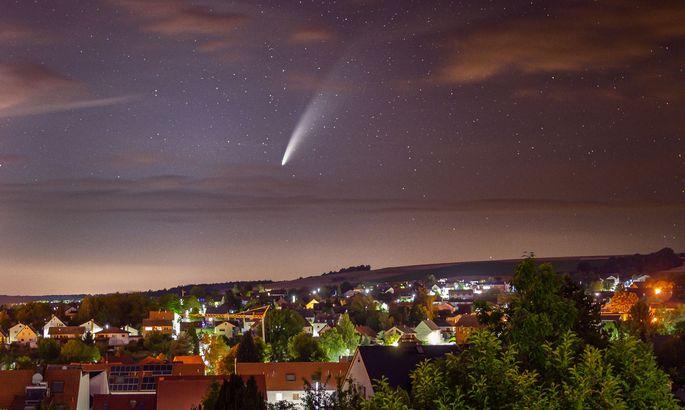 Kometen (hier: Neowise im Juli 2020) werfen bei jeder Erkundungsmission neue Fragen auf.
