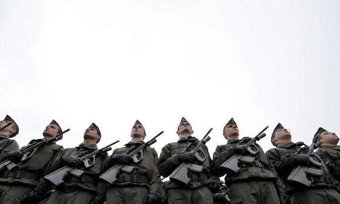 Ministerin Tanner sieht die Einsatzfähigkeit des Heeres voll gewährleistet.