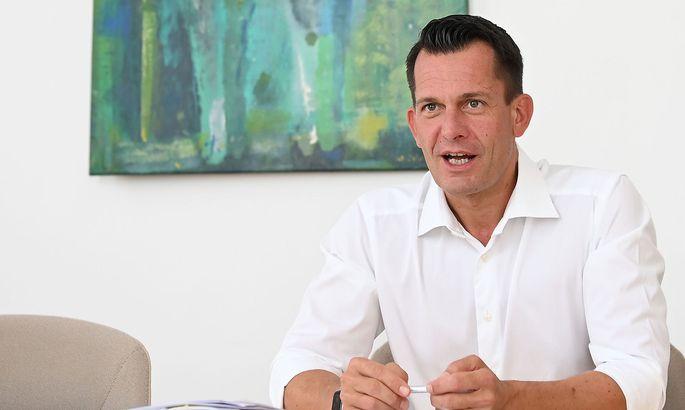 Der Arzt, der Minister wurde. Wolfgang Mückstein ist nun bald 100 Tage im Amt.