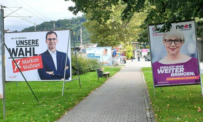 Wahlplakate von ÖVP, Neos und FPÖ in Vorarlberg