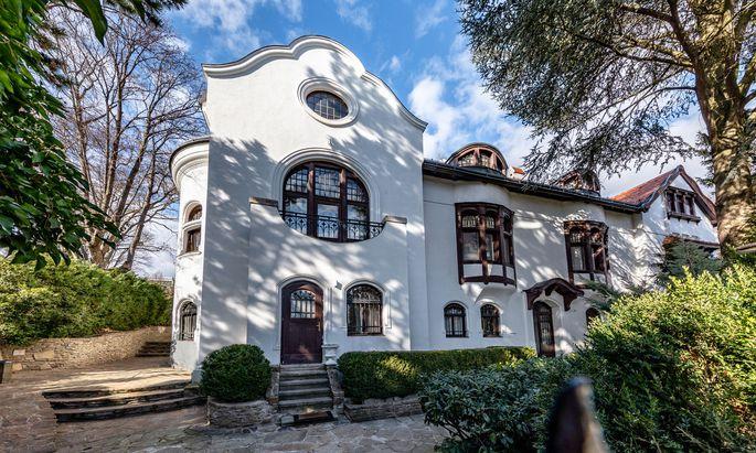 Historische Villa am Fuße des Nussbergs in Wien Döbling.