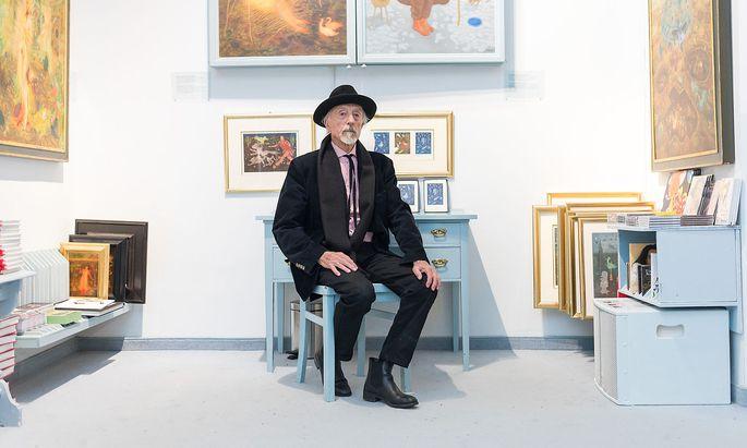 Arik Brauer in seiner Villa im 18. Wiener Gemeindebezirk, wo der Maler auch ein Museum seiner Werke eingerichtet hat.