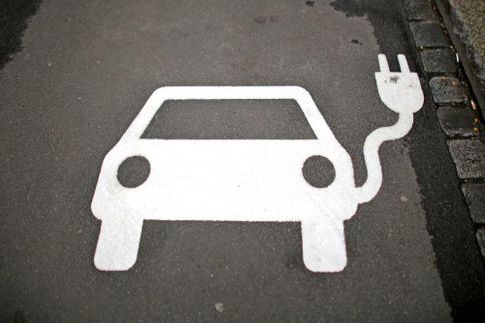 Auch traditionelle Autobauer setzen vermehrt auf Elektromobilität.