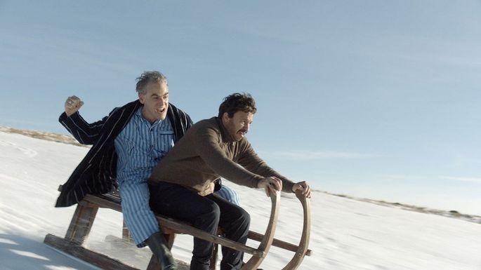 Raus aus dem tristen Agenten-Alltag: Dr. Wolf (Sebastian Blomberg) und Rafid Alwan (Dar Salim).