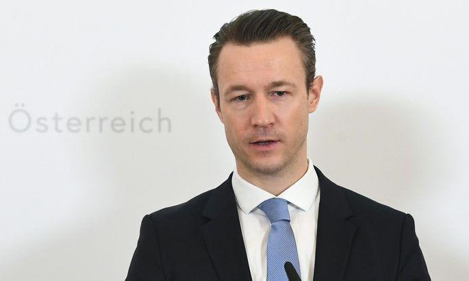 Finanzminister Gernot Blümel: Ab 2021 wieder Überschuss