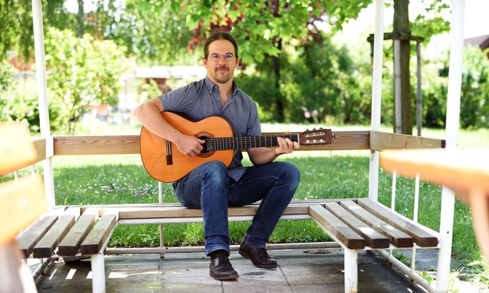 Martin Jakel-Kopecny ist Musiktherapeut.