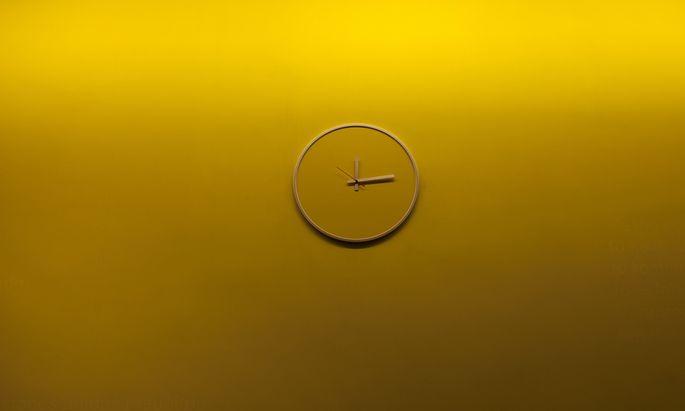 Zweimal im Jahr wird an der Uhr gedreht. Eine klare Mehrheit der Teilnehmer an einer EU-Befragung will das beenden.