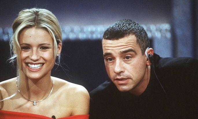Eros Ramazzotti mit Ehefrau Michelle Hunziker 10 98 her Pop Gesang Italien Musik Mode Model sitzend