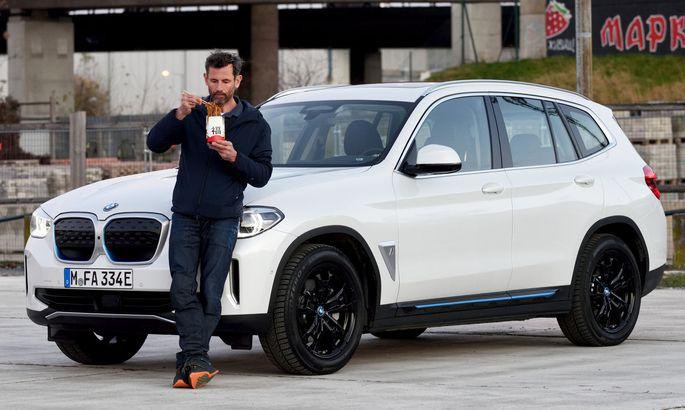 """Bayrisches Chop Suey: BMW iX3, ab 66.950 Euro, vollelektrisch und """"made in China""""."""