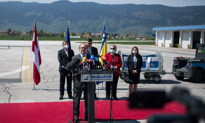++ HANDOUT ++ AUSSENMINISTER SCHALLENBERG �BERGIBT IN BOSNIEN EU-IMPFSTOFFHILFEN