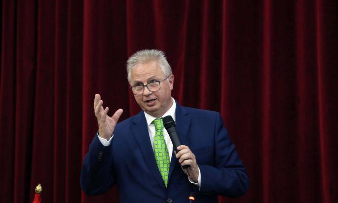 Ungarns Kandidat Laszlo Trócsányi wurde vom Rechtsausschuss des EU-Parlaments abgelehnt.