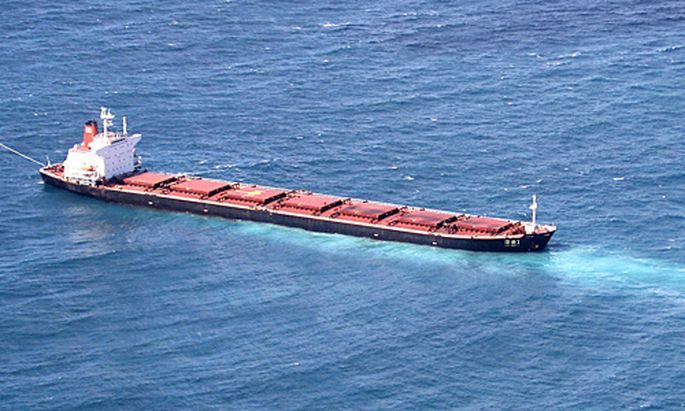 Die Shen Neng 1 lief am größten Korallenriff der Welt auf Grund.