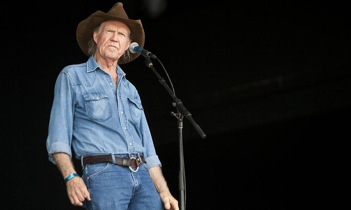 Jun 19 2009 Pryor Oklahoma USA BILLY JOE SHAVER performs on the main stage at the Country Fev