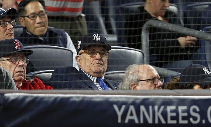 New Yorks legendärer Ex-Bürgermeister Rudy Giuliani, ein Fan des Baseballklubs New York Yankees, wirft sich mit Feuereifer für Donald Trump in die Bresche.