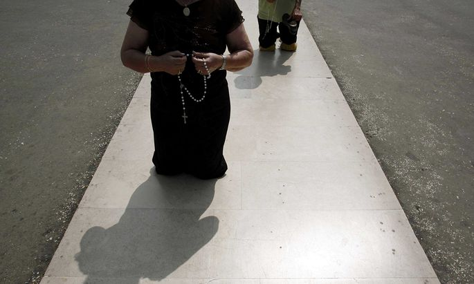 Pilgrims arrive on their knees to the holy shrine of Fatima in central Portugal