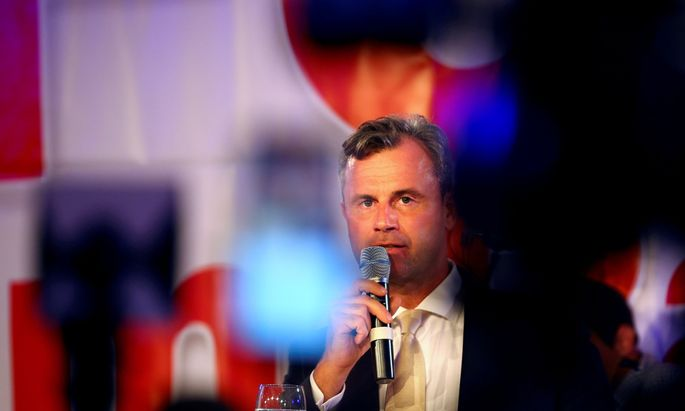 Austrian far right Freedom Party presidential candidate Hofer delivers a speech in Vienna